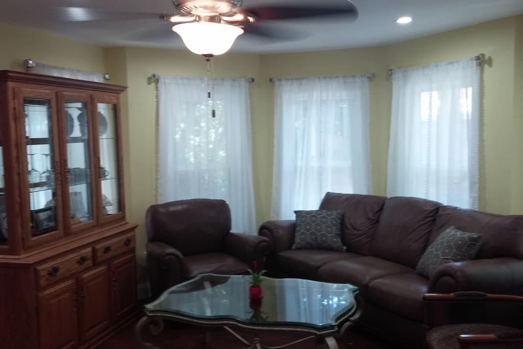 renovated 2br apartment 900 sq ft greenport apartments for rent in greenport new york. Black Bedroom Furniture Sets. Home Design Ideas
