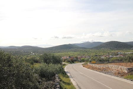 Trogir hinterland holiday home  - Gustirna