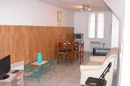 appartement F1 avec parking privé en RDC - Néris-les-Bains