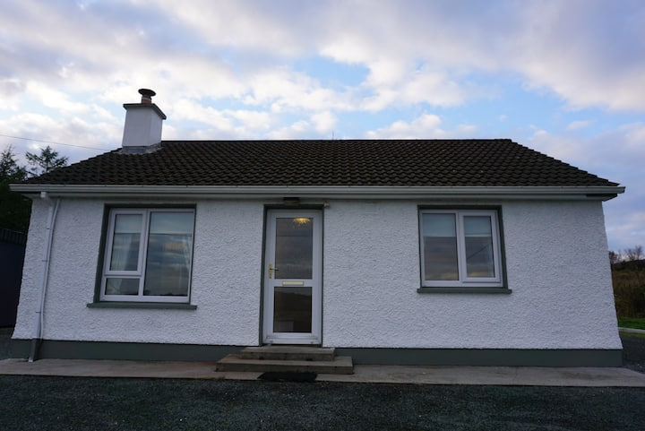 ★ Clean, Cosy, Countryside Cottage with Stove ★