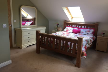 Country cottage king bed ensuite - Annalong - Hytte
