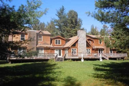 Big Indian Log Home on the Esopus ! - Big Indian - House