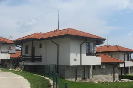 Cozy House in Private Complex near Bourgas