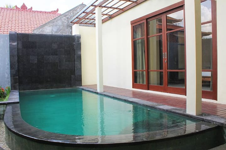 Great Deals! Room in Seminyak, WIFI & Free Water