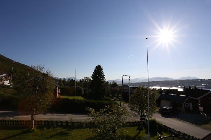 Sjarmerende hus med stor hage - Tromsø - House