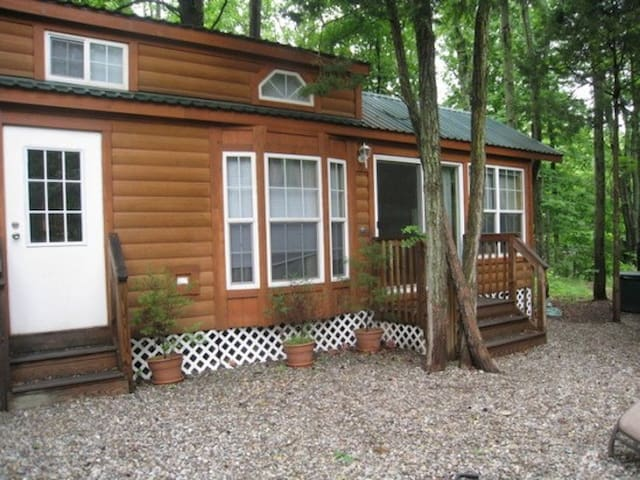 Luxury Lodge - Six Flags Jackson NJ - Cream Ridge - Cabin