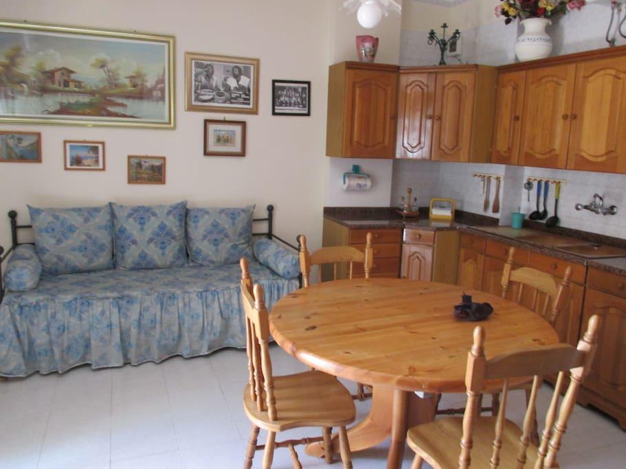 cucina abitabile con angolo cottura