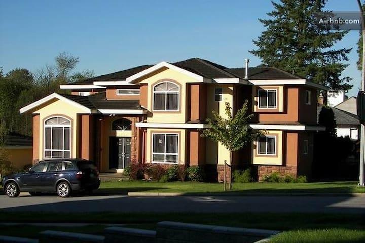 Cosy new house in quiet center.e