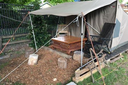 Safari tent in garden setting - Lawson