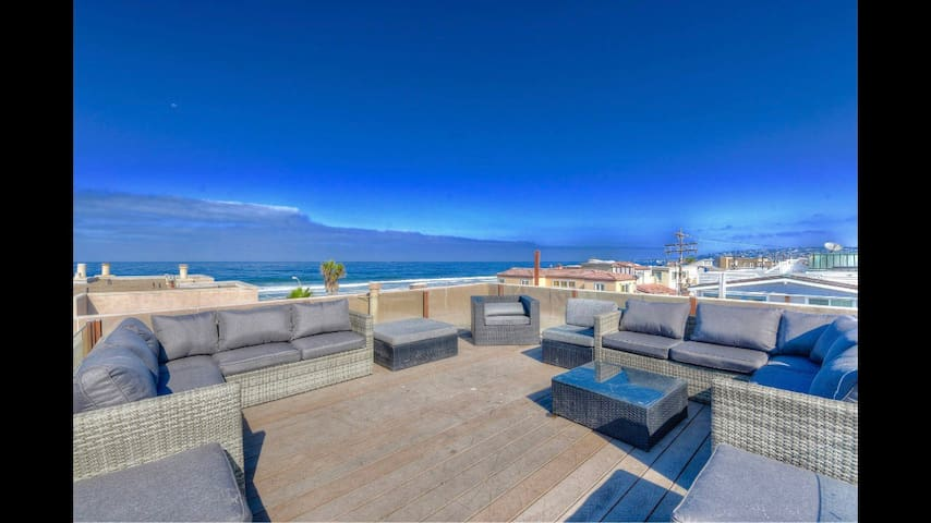 Oceanview Condo☀Rooftop Deck☀Sleeps 12 by Sand