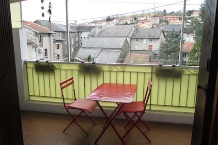 Chambre privée dans appartement avec terrasse - Yssingeaux - Apartemen