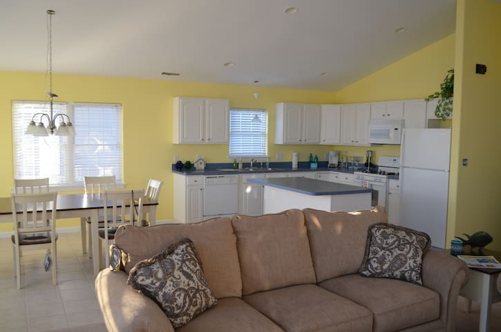 Top Floor, Beautiful Condo - Wildwood - Apartment