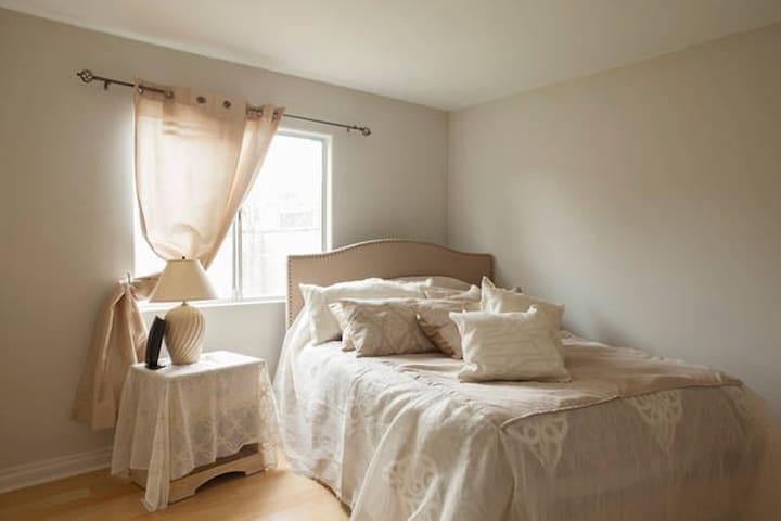 Private bedroom with its own bathroom and closet - Lomita - Talo