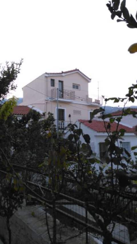 Hidden Treasure Kokkari Penthouse (50m from Sea)