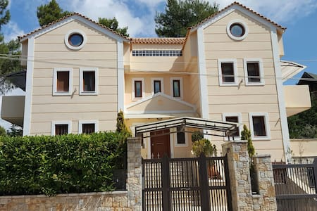 Charming house in Northern Athens - Stamata