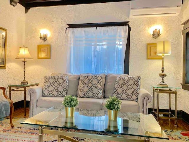 Charming 3 Bedroom & 1.5 bath (Yonge&Eglinton)