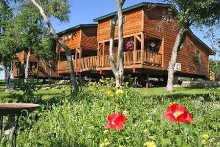 Marks Overlook Lodge - 布达 - 小木屋