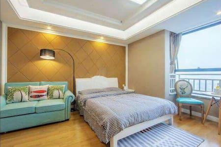 胜太路地铁口欧式浪漫景观房高档公寓 - Nanjing