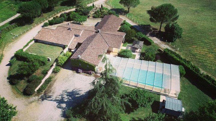 Domaine 5 ha - Piscine Jacuzzi Pétanque Evénements