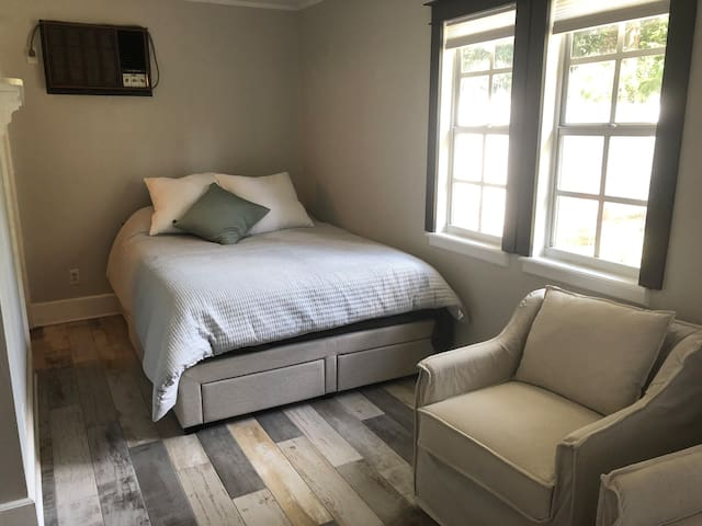 Peaceful Guest-house in heart of Orlando