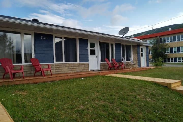 Murdochville Suite Economique porte 3