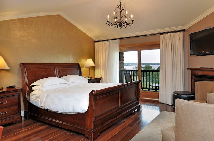 Lakeview Terrace Room at Eganridge