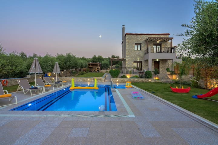 Olive garden villa with private pool (Anthelia)