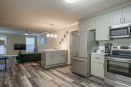 Top Boutique, Modern 2BR Conyers Townhome
