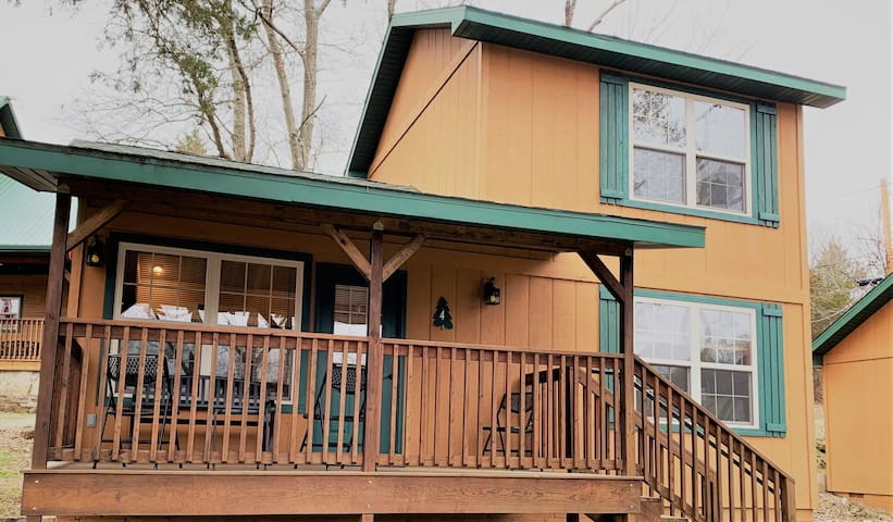 Lakeside 2 Bedroom Cabin w/ Cleaning Fee Included!