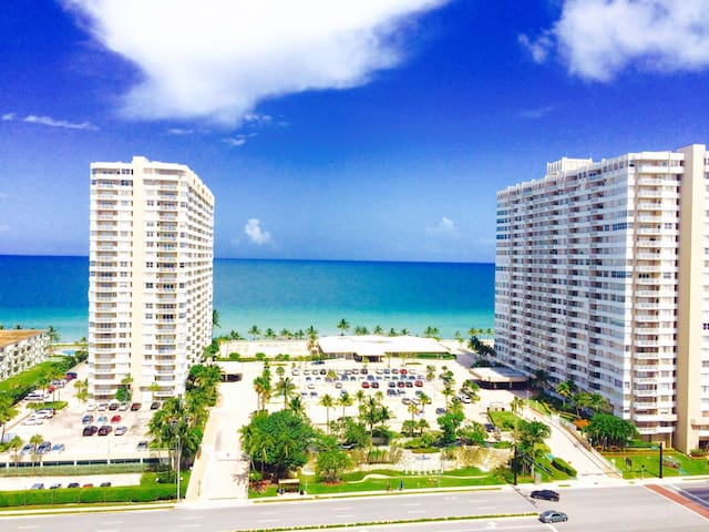 Beautiful ocean view/ Apartment on the beach - Hallandale Beach - Apartamento