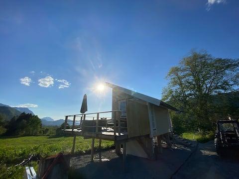 Minihus med drømmeutsikt til Sunnmørsalpene