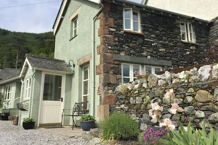 Lake District cottage with fabulous mountain views