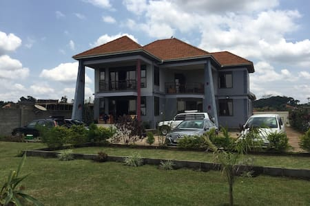 Mission Backpackers - Entebbe