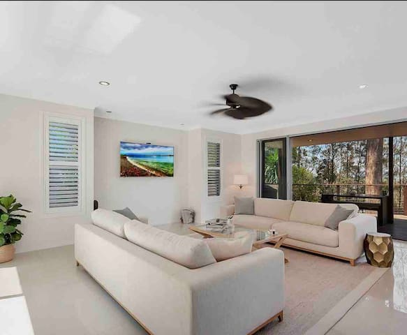 Beautifully presented  home minutes to the beach