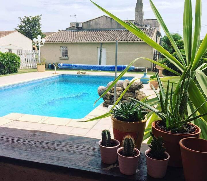 Studio avec piscine Aramon