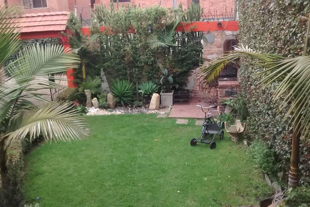 Jardín y BBQ