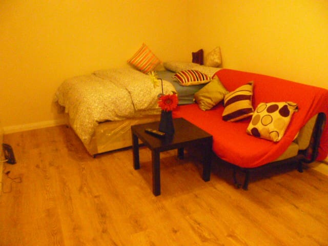LONDON LIME'S ROOM, SLEEPS 2-4. - Chigwell - Byt