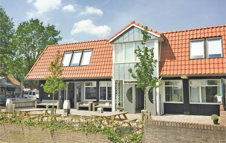 Holiday cottage with 8 bedrooms on 340 m² in Balk