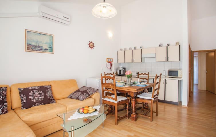 Apartment with balcony and terrace, beach 2 - Šilo - Leilighet