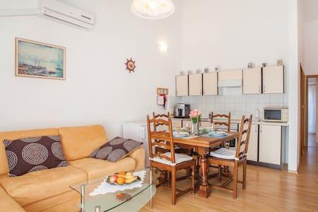 Apartment with balcony and terrace, beach 2 - Šilo - Apartment