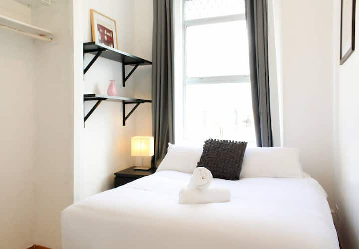 Big Double Room at Clapham Common - Room A