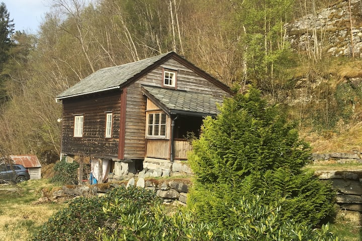 Small log cabin - ideal for a small family