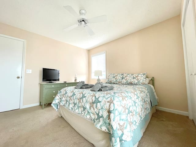 Your main level Queen bedroom is accessible off of the kitchen and living area. It has its own private balcony and Jack and Jill bathroom.