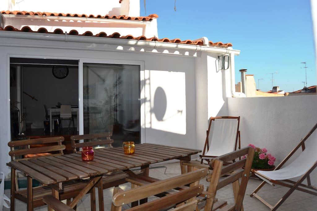 terrasse et vue sur le tage maisons louer lisbonne alfama portugal. Black Bedroom Furniture Sets. Home Design Ideas