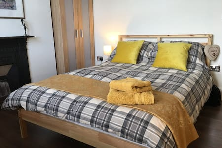 Durham City ensuite room - walk into city centre!