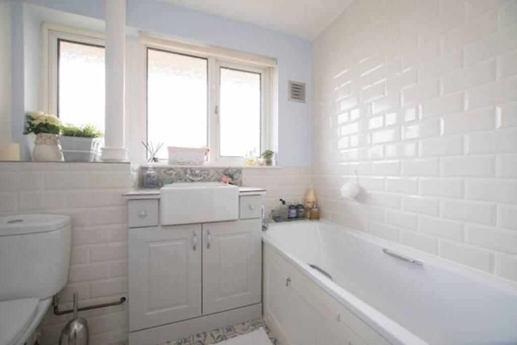 Bathroom with heated floors as well as a rainshower & bath