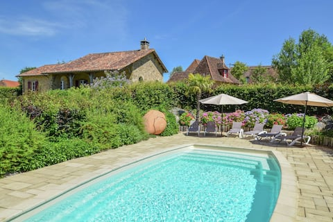 Luxurious villa with separate guest house and a private heated pool.