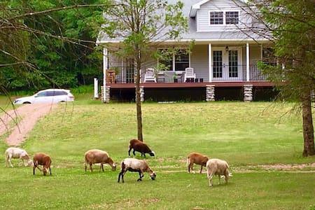 Charming farmhouse with great view - Lehighton - Rumah
