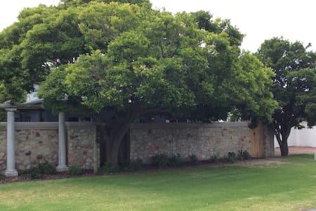 Koppie Cottage, Hermanus Central, Just listed ! - Hermanus