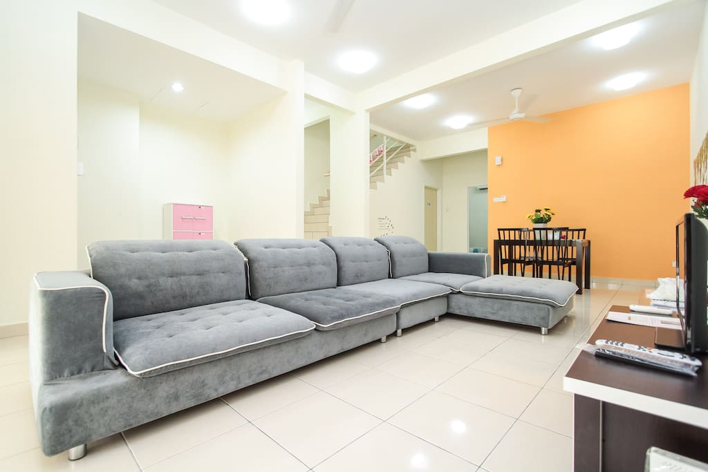 Spacious living hall with elegant L-shape sofa, 29inch TV with Astro NJOI, coffee table, Free WIFI